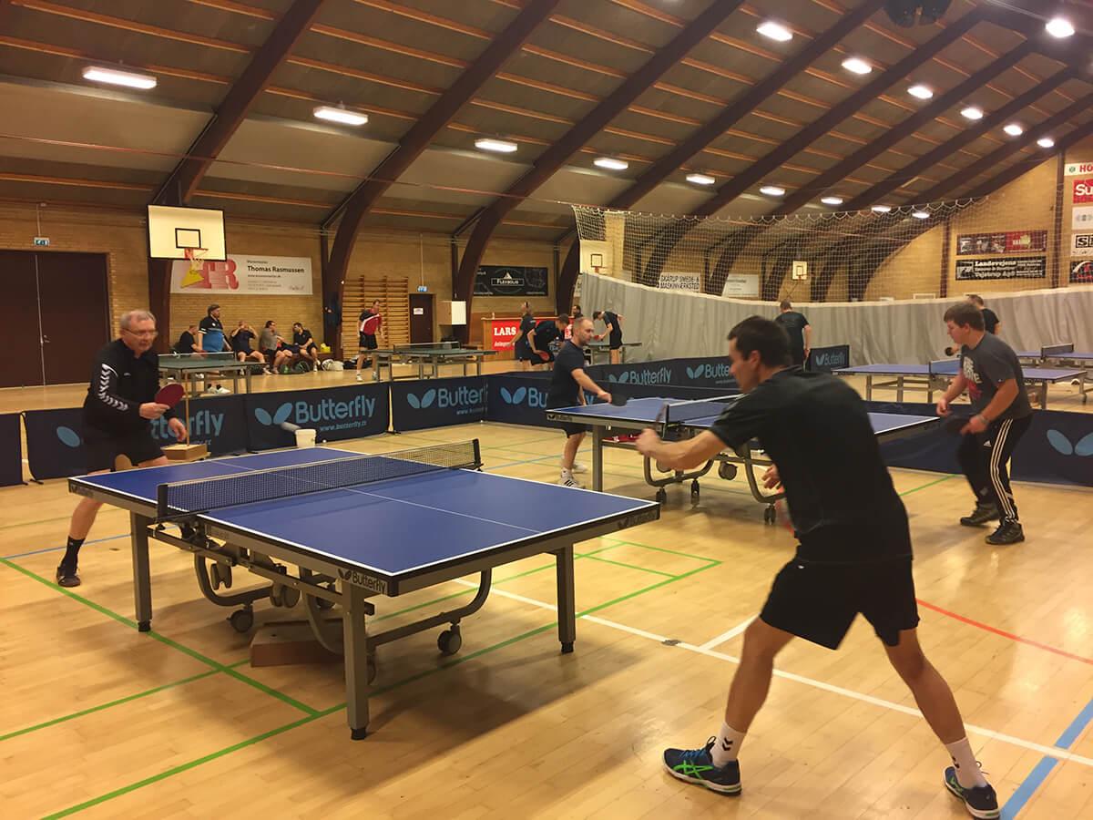 En god aften i Skåruphallen: motionsbordtennis og 2 hjemmekampe i gang - mod henholdsvis Triton og Ejby Bordtennisklub...